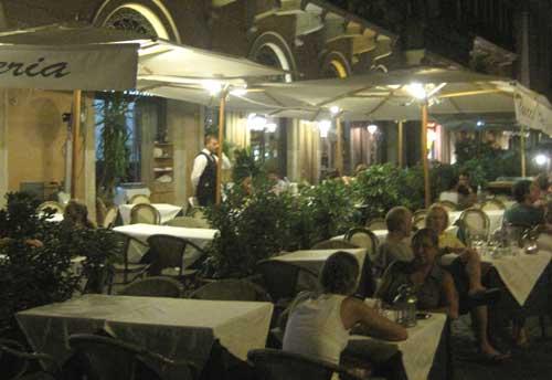 Romantisk middag vid Piazza Navone?